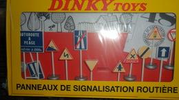 COFFRET PANNEAUX DE SIGNALISATION ROUTIERE  DINKY TOYS  ED ATLAS  NEUF - Dinky