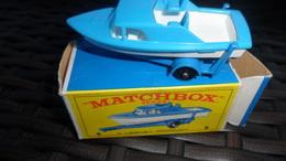 BATEAU  AVEC SA REMORQUE  MATCHBOX  N° 9 DANS SA BOITE D'ORIGINE   NEUF - Matchbox