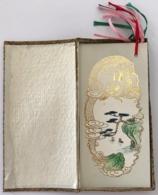 """China/Chine. Petite Boite Contenant 6 """"Marque-Pages""""?  Peinture à La Main Dans Un Décor De Dragon Doré. - Marque-Pages"""