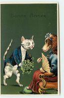 N°10946 - Carte Fantaisie Gaufrée - Bonne Année - Chien Et Chat Habillés - Nouvel An
