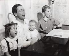 Acteur Americain Kenny Baker Et Ses Enfants Blue Ribbon Town Ancienne Photo CBS 1944 - Famous People