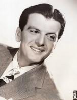 Acteur Chanteur Americain Larry Douglas Here's To Romance Ancienne Photo CBS 1944 - Famous People