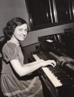 Pianiste Prodige Sylvia Zaremba New York Philarmonic Symphony Photo CBS 1944 - Famous People