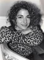Portrait De La Chanteuse Pop Star Gloria Estefan Ancienne Photo 1989 - Famous People