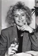 Portrait De Jeune Femme Programme Tele Femail On Obsessions Ancienne Photo 1988 - Photographs
