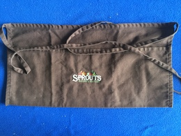 """Brown 3 Compartments Sprouts Apron, Gently Used 20.5"""" X 10.25"""" With Ties Freshly Laundered - Advertising"""