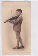 NIÑO GARÇON BOY TOCANDO PLAYING JOUENT VIOLON VIOLIN. B COLDARE. CIRCA 1900's - BLEUP - Fotografie