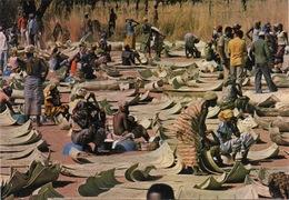 CPSM BURKINA-FASO (Haute Volta) BANFORA Nattes En Feuilles De Ronier Sur Le Marché En Saison Sèche - Burkina Faso