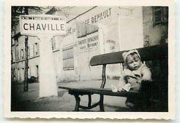 CHAVILLE - Photo, Petite-fille Sur Un Banc (format 8,5 X 6 Cm) Transports Déménagement Auguste Duffournet - Chaville