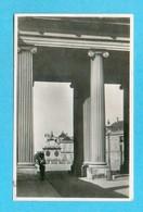 CPA  DANEMARK  ~  KOBENHAVN  ~  Kolonnaden Ved Amalienborg Slot  ( 1947 )  2 Scans - Danemark