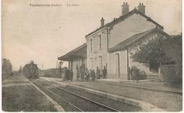 VENDOEUVRES (Indre) - La Gare - Ligne Le Blanc-Argent (B.A.) - Train Tramway Arrivant En Gare - Animée - Rare - Francia