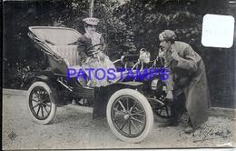 100239 AUTOMOBILE OLD CAR AUTO CONVERTIBLE AND COUPLE POSTAL POSTCARD - Non Classés