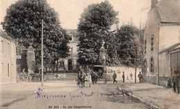 02 Sissonne Pendant L'occupation - An Der Hauptstrasse - Rue Du Général De Gaulle - Non Circulée - Sissonne