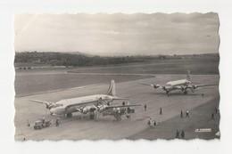 """03 VICHY - CHARMEIL - L'aéroport - Deux D C 4 """"skymaster"""" Au Parking - Animé - Cpsm Allier - Vichy"""