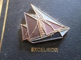 210c Pin's Pins / Beau Et Rare : Thème BATEAUX : BREST 92 VOILE VOILIER L'EXCELSIOR - Boats