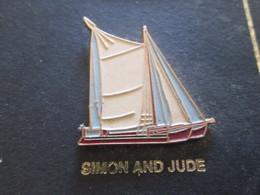210c Pin's Pins / Beau Et Rare : Thème BATEAUX : BREST 92 VOILE VOILIER LE SIMON AND JUDE Hey Jude Don't Take It Bad ! - Boats