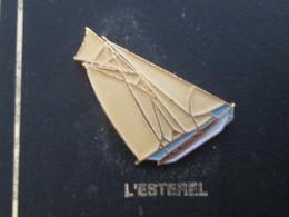 210c Pin's Pins / Beau Et Rare : Thème BATEAUX : BREST 92 VOILE VOILIER L'ESTEREL - Boats