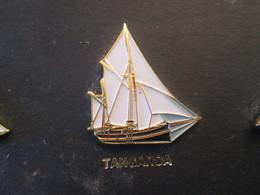 210c Pin's Pins / Beau Et Rare : Thème BATEAUX : VOILE VOILIER VIEUX GREEMENT BREST 92 LE TANGAROA - Boats
