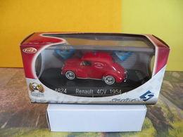 Véhicule De Pompier - Renault 4CV 1954 - 1/43 - SOLIDO FRANCE - - Pompiers