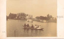 PHOTO D UNE BARQUE SUR UN PLAN D EAU 1906 COLLEE SUR UN CARTON 14 X 9 CM - Lieux