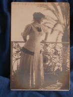 Photo Format Cabinet  Femme Sur Un Balcon  Palmier  Nice  Banque De France 22 Mars 1910 - L396 - Anonymous Persons