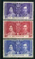ST.VINCENT : COURONNEMENT DE GEORGE VI , TIMBRES  NEUFS  SANS  TRACE  DE  CHARNIERE . - Familias Reales