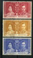RHODESIE DU NORD : COURONNEMENT DE GEORGE VI , TIMBRES  NEUFS  SANS  TRACE  DE  CHARNIERE . - Royalties, Royals
