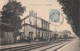 LE TRAIN ARRIVE A LA GARE DE CLAIRVAUX - TRES BELLE CARTE - ANIMATION SUR LE QUAI -  TOP !!! - Gares - Avec Trains