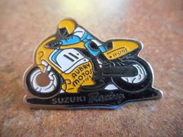 A015 -- Pin's Suzuki Racing Aubry Motos Vittel -- Exclusif Sur Delcampe - Motorbikes