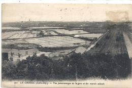LE CROISIC . VUE PANORAMIQUE DE LA GARE ET DES MARAIS SALANTS . TIMBRE DECOLLE SUR RECTO- CARTE INTACTE 7-9-1929 - Le Croisic