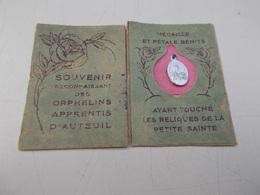 Médaille Et Pétale Bénits En Souvenir Des Orphelins D'Auteuil - Pendentifs