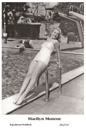 MARILYN MONROE - Film Star Pin Up PHOTO POSTCARD - 201-713 Swiftsure Postcard - Postales