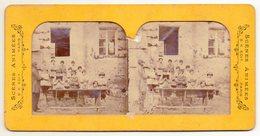 Photo Stéréo - Mise En Scène D'ecole Avec Instituteur Et élèves.- Colorisation Par Transparence - Photos Stéréoscopiques
