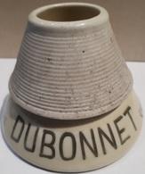 ANCIEN PYROGENE - GRATTOIR A ALLUMETTES - PORCELAINE - DUBONNET VIN AU QUINQUINA - HAUTEUR 8 CM - BASE 10 CM. - Pirogeni