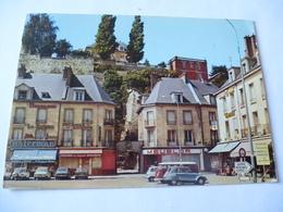 PONTOISE (95) : PLACE DU PONT Les Commerces Au Pied Des Remparts En 1976 - Voie Les 2 Scans - Pontoise