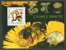 ST THOMAS AND PRINCE 2003 BANGKOK FUNGI  FLOWERS BEES M/SHEET MNH - Sao Tome And Principe
