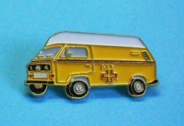 1 PIN'S //   ** CAMIONNETTE / VOLKSWAGEN COMBI T3 / LA POSTE SUISSE ** . (Wespo) - Volkswagen
