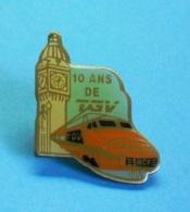 1 PIN'S //   ** S.N.C.F. / 10 ANS DE TGV ** . (Temple) - TGV