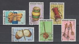 TOGO 1977  N° 886 / 88 + Pa 302 /04 Oblitéré Serie Compl. Instrument Musique - Togo (1960-...)