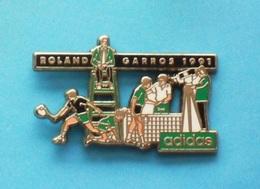 1 PIN'S  //   ** ROLAND GARROS / 91 / ADIDAS ** . (JACABI) - Tennis