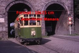 Reproduction D'une Photographie D'un Tramway Urbain Passant Sous Un Pont à Lille En 1963 - Reproductions
