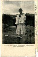 COREE  BONZE COREEEN EN PRIERE . DEPUIS 1392 IL EST DEFENDU AUX BONZES D ENTRER DANS LA CAPITALE - Corea Del Sur