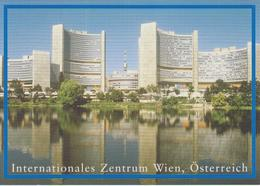 United Nations - Postal Stationery Vienna - Postcard 2004 - International Centre Vienna * * - Wenen - Kantoor Van De Verenigde Naties