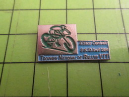 716B Pin's Pins / Beau Et Rare : Thème SPORTS / CYCLISME ROUE VELO ALSACE CENTRALE TROPHEE NATIONAL RALLYE VTT - Cyclisme