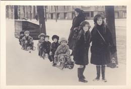 COPENHAGEN, DENMARK. GRUPO DE NIÑOS KIDS GROUP ENFANTS GROUPE SNOW PHOTO CIRCA 1930s SIZE 13.5x9.5 Cm- TBE -BLEUP - Lugares