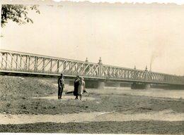 PHoto De Quelques Personnes Près Du Rhin Et Devant Le Pont De Kehl à Strasbourg Le 20 Juillet 1938 - Lieux