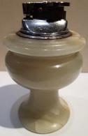 BRIQUETS ANCIENS - EN PIERRE ONYX - HAUTEUR 12cm - BASE 6cm - POIDS 530grs. - Lighters
