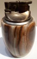 BRIQUETS ANCIENS - EN PIERRE ONYX - HAUTEUR 9.5cm - BASE 5cm - POIDS 440grs. - Briquets