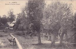 CPA 76 @ FLEUZY @ Entrée De L'ancien Prieuré Ebn 1916 - Vaches - Timbre Taxe 10 Centimes - France