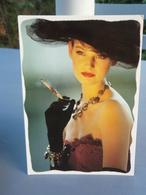 Carte FASHION Photo Régine. Portrait D'une Jolie Femme. - Illustrators & Photographers